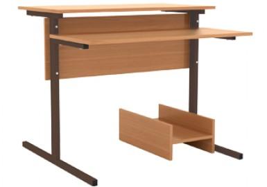 Стол компьютерный на м/к (прямоугольная труба)